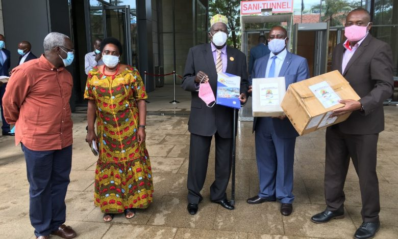 Photo of East African Business Council Donates Face Masks For People In Cross-Border Communities